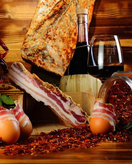 Pancetta Sughereta al Peperoncino metà sottovuoto 1,6 Kg stagionatura 3 mesi  - Salumi Grufà